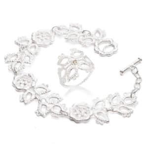"""Brautschmuck Armband und Ring """"Dornröschen"""" in Silber. Exklusiver Spitzenschmuck, Hochzeitsschmuck für den schönsten Tag des Lebens."""