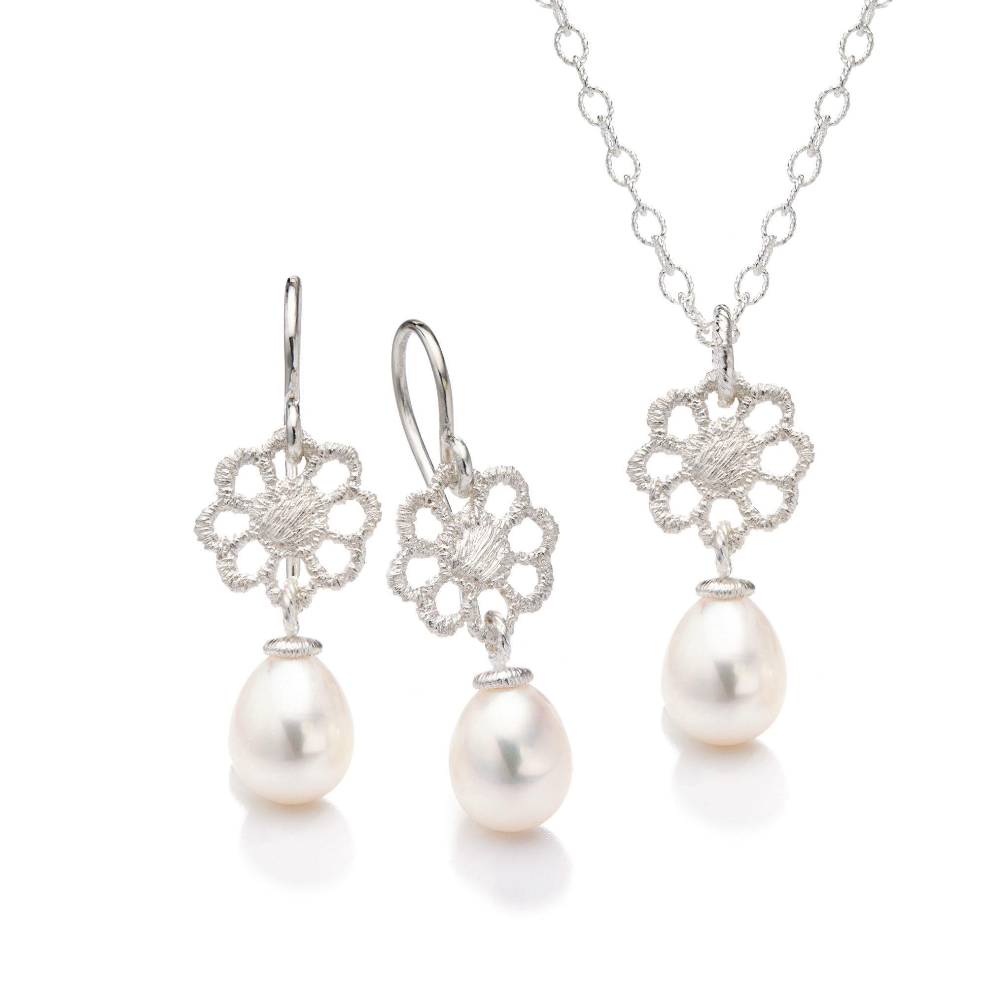 Brautschmuck set perlen  Brautschmuck-Set in Silber & Gold » Preisgekröntes Design in Spitze