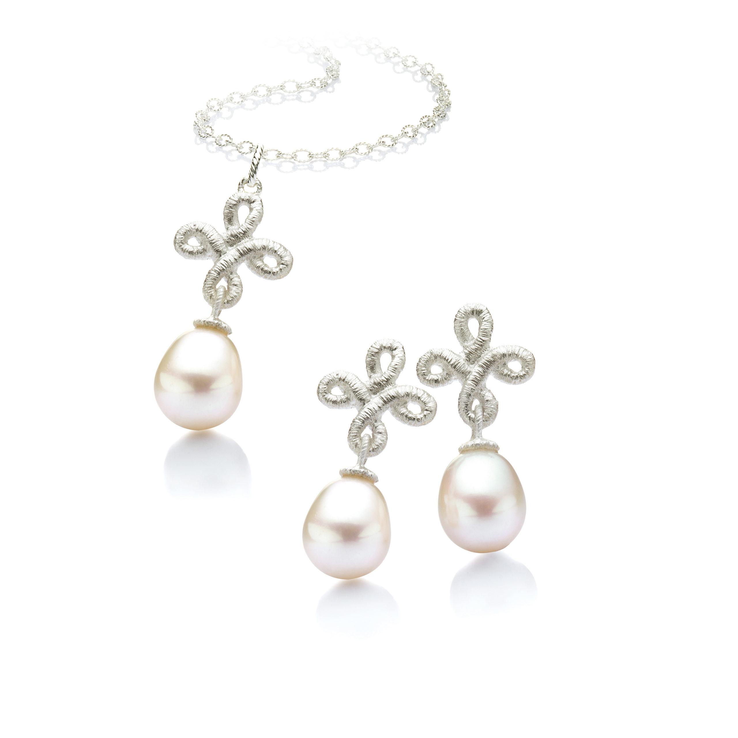 Brautschmuck perlen set  Nostalgisch schön » Brautschmuck mit Perle und Spitze in echtem Silber