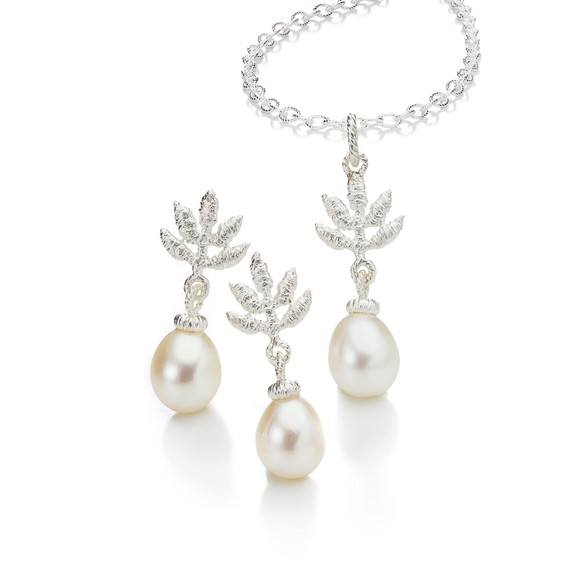 Brautschmuck ohrringe perlen  Nostalgisch schön » Brautschmuck mit Perle und Spitze in echtem Silber