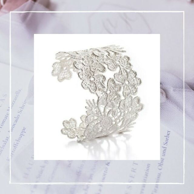 THE NOTTINGHAM HERITAGE CUFF⠀⠀⠀⠀⠀⠀⠀⠀⠀ Designed with a touch of vintage, romantic and lots of love for small details.⠀⠀⠀⠀⠀⠀⠀⠀⠀ The bangle is a cooperation work with the talented lace designer Jayne Childs @jcmiddlebrook from our twin city Nottingham in England.⠀⠀⠀⠀⠀⠀⠀⠀⠀ A city well known from the Robin hood tale:⠀⠀⠀⠀⠀⠀⠀⠀⠀ The Sheriff of Nottingham is the main antagonist in the legend of Robin Hood. ⠀⠀⠀⠀⠀⠀⠀⠀⠀ ...and Nottingham has an old tradition in making wonderful laces!⠀⠀⠀⠀⠀⠀⠀⠀⠀ ⠀⠀⠀⠀⠀⠀⠀⠀⠀ #nottingham #lace # #schmuck #silber #silver #gold #perle #pearl #brautschmuck #instabride #instabraut #brautkleid #bride2021 #braut2021 #braut2022 #bridaljewels #hochzeitsinspiration #bohowedding #bridaljewelry #bridaljewellery #vintagewedding #weddinginspiration #love  #fineartweddings #hochzeit #wedding #jewellery #design #bridetobe